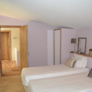 photo de la chambre Mauriac, marbre blanc et gris, Pessac Léognan, Bordeaux, chambres d'hôtes du château Pont Saint-Martin, dégustation de vin